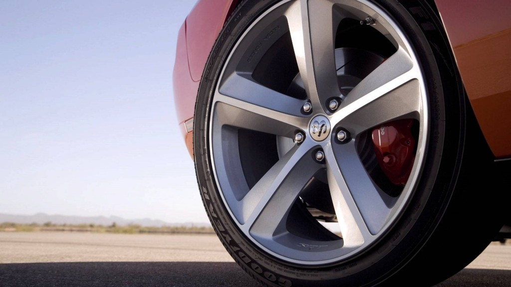 412236-super-cars-great-tire-of-dodge-car